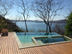 Vanishing Edge Stainless Steel Spa-Pau-Lope Deck
